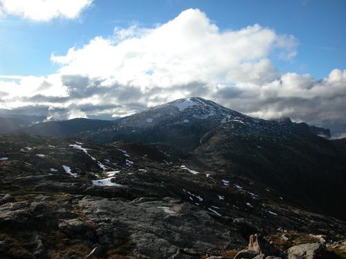 Utsikt sørover fra aksla mellom Mikkefjellet og Istindan mot Innersia og Sørreisa