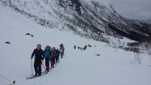 Over 30 gjekk Årdal-Nes