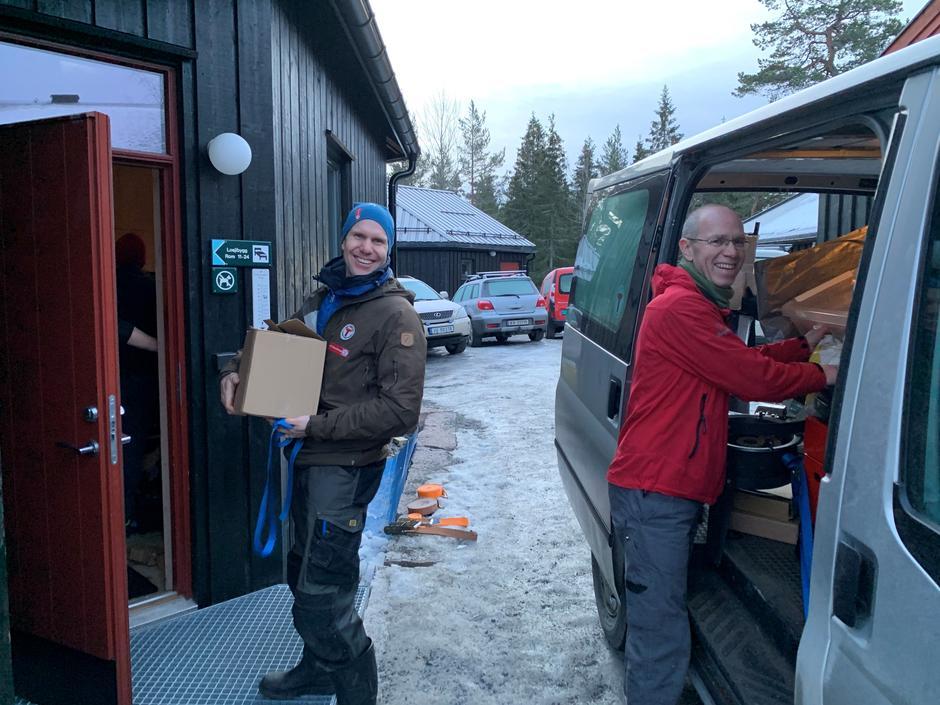 Varelevering: I dag jobber Kristian og Dag Olav på spreng slik at du skal få en fin dag på Kobberhaughytta lørdsag :-)