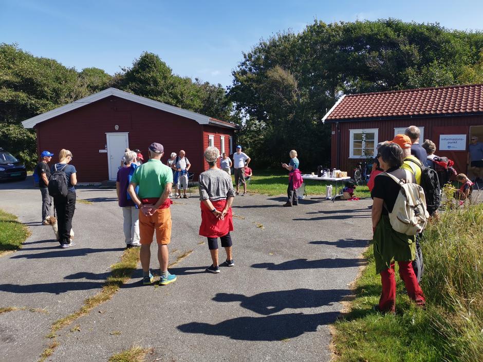LOTs leder, Knut Hjalmar Gulliksen, ønsket velkommen, fortalte om Kyststien og presenterte Kjell Einar Aadnevik.