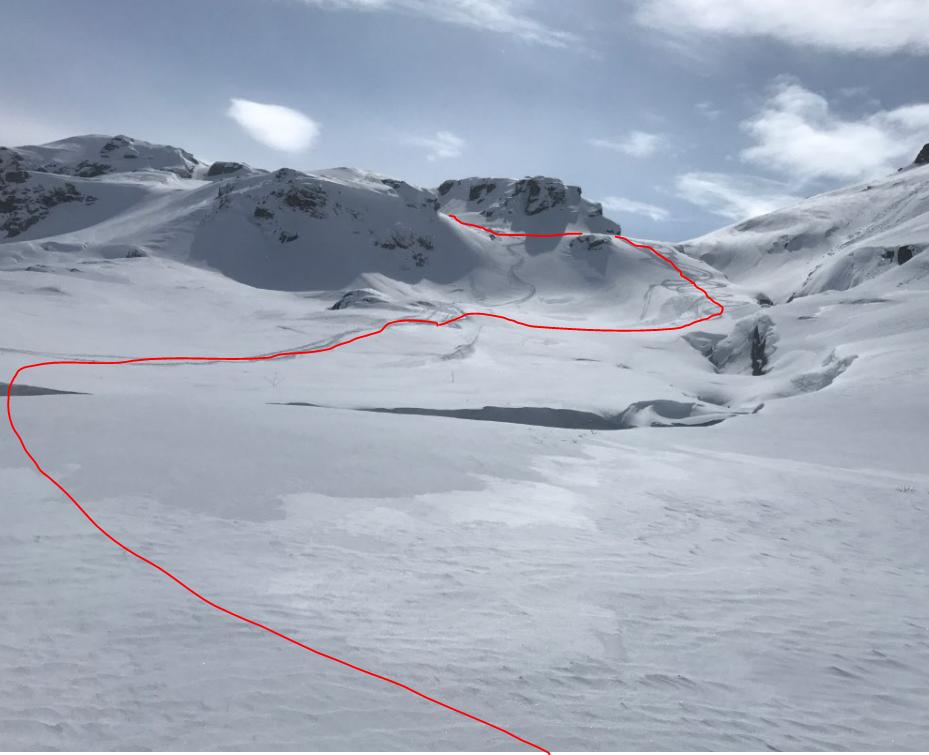 Stranddalen vårskitur. Se rød strek for veivalg opp siste bakke ved Stranddalsånå. bilde 17. April 2017 og gjelder så lenge det er snø.