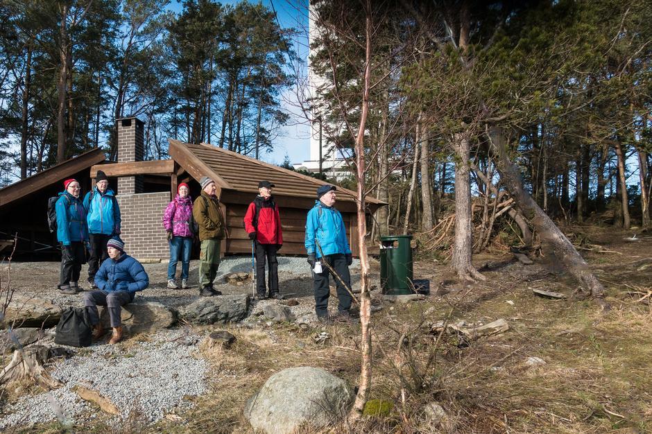 Den fine gapahuken ved Ullandhaugtårnet er et utmerket stoppested underveis.