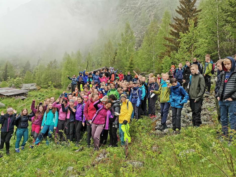 Nærmere 200 herlige ungdommer med lærere og frivillige fra DNT Gudbrandsdalen på tur under årets OPPTUR.