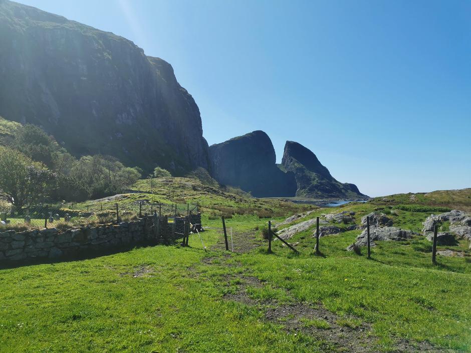 Kinnaklova på øya Kinn.