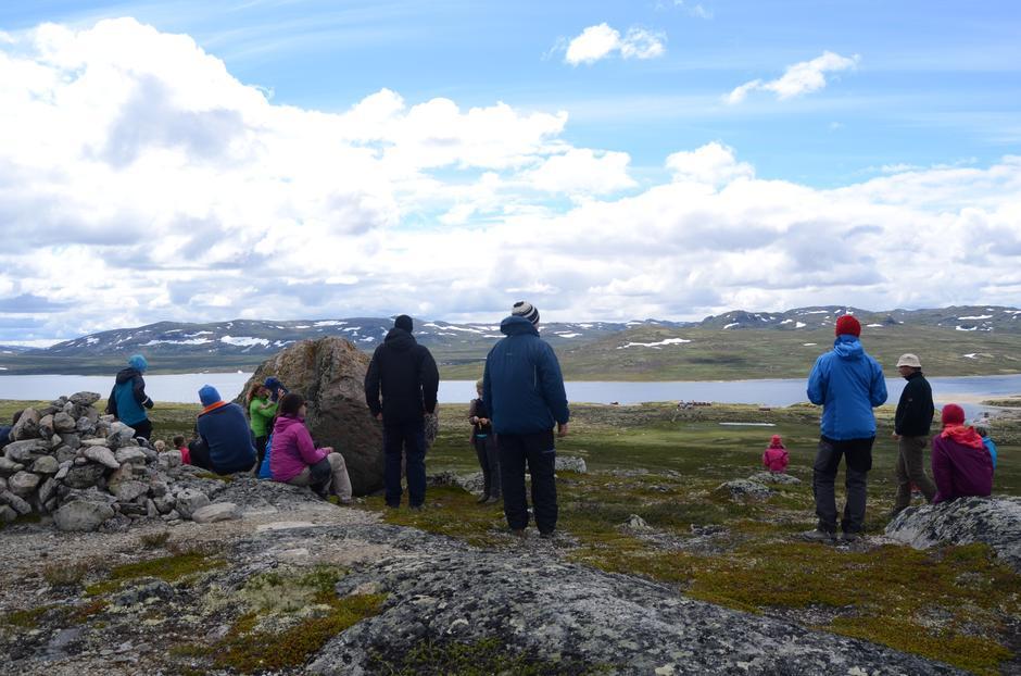 Utsikt fra klatrestein mot Mårbu og Mårfjorden.