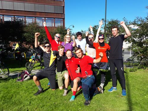 Fornøyd gjeng tilbake i Tromsø etter sykkeltur fra Sommarøy