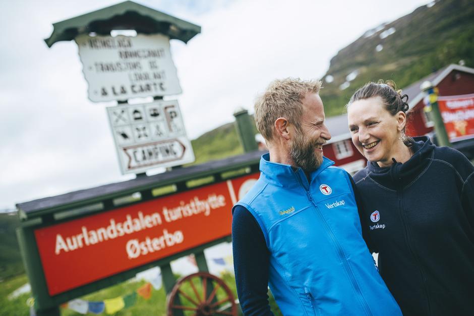 Vertskap Olav Slettebakken og Astrid Heggdal.