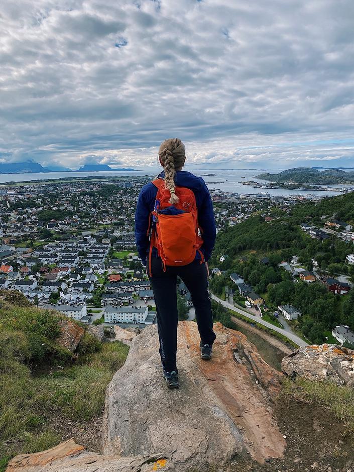Flott utsikt fra topp Ramnflåget