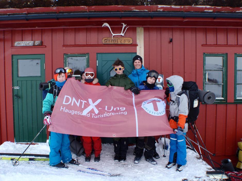 DNT X-ung Haugesund på snøhuletur til Simlebu