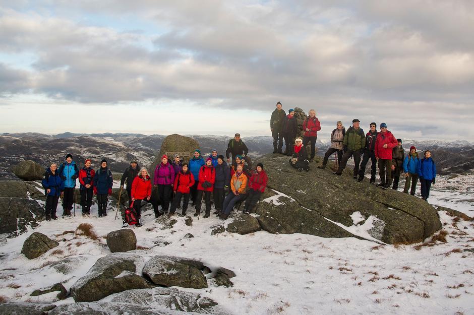 Bilde fra en tidligere tur med 60+ til toppen av Bursfjellet  365 moh.