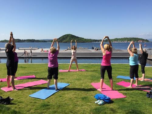 Yoga i det fri - ved Friluftshuset.