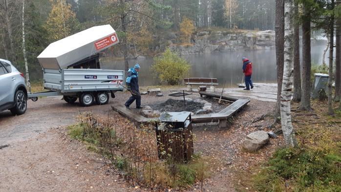 Kapping og utkjøring av veden til de godkjente bålplassene i bygda gjøres av turlagets folk på dugnad.