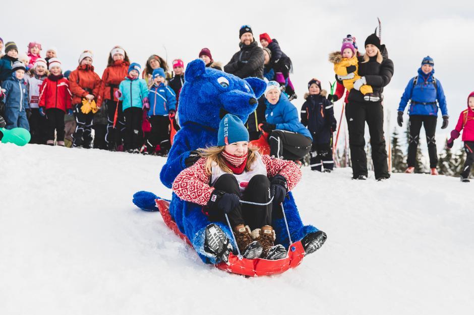 Små og store koste seg både med og uten snø på Kom deg ut-dagen.