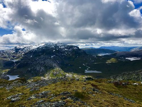Utsikt frå Geitafjellet mot Solheimsdalen og Vending.