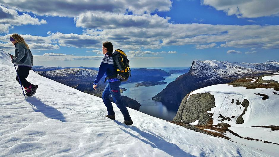 Laukelandshesten (678 moh)  er eitt av måla for Tituren 2919. Panoramautsikt mot fjellet Fløyen og Dalsfjordbrua.