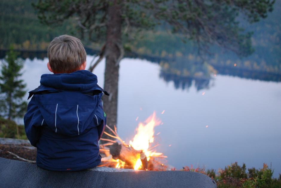 Middag ved bålet på Pershusfjellet i Nordmarka