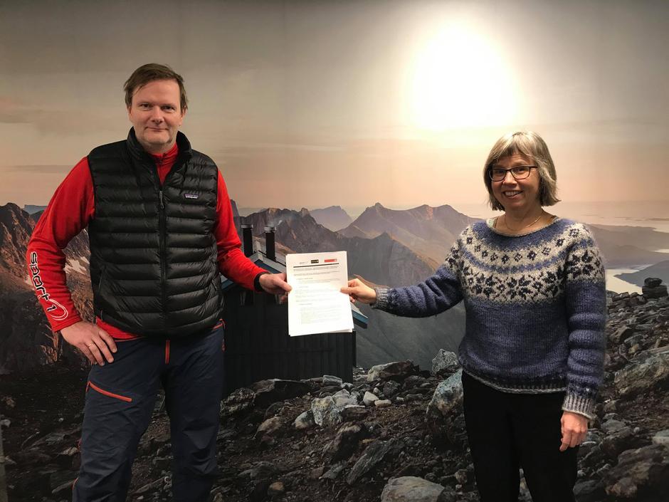 Jørgen Pedersen signerte for Sport1 og Berit Irgens for BOT