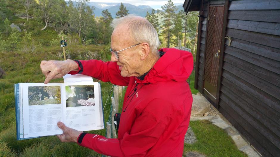 Bjørn Høyvik fortalde om Gjøskorhillaren.