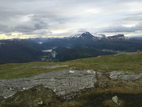 Utsikt vestover frå toppen av Grønefjellet.