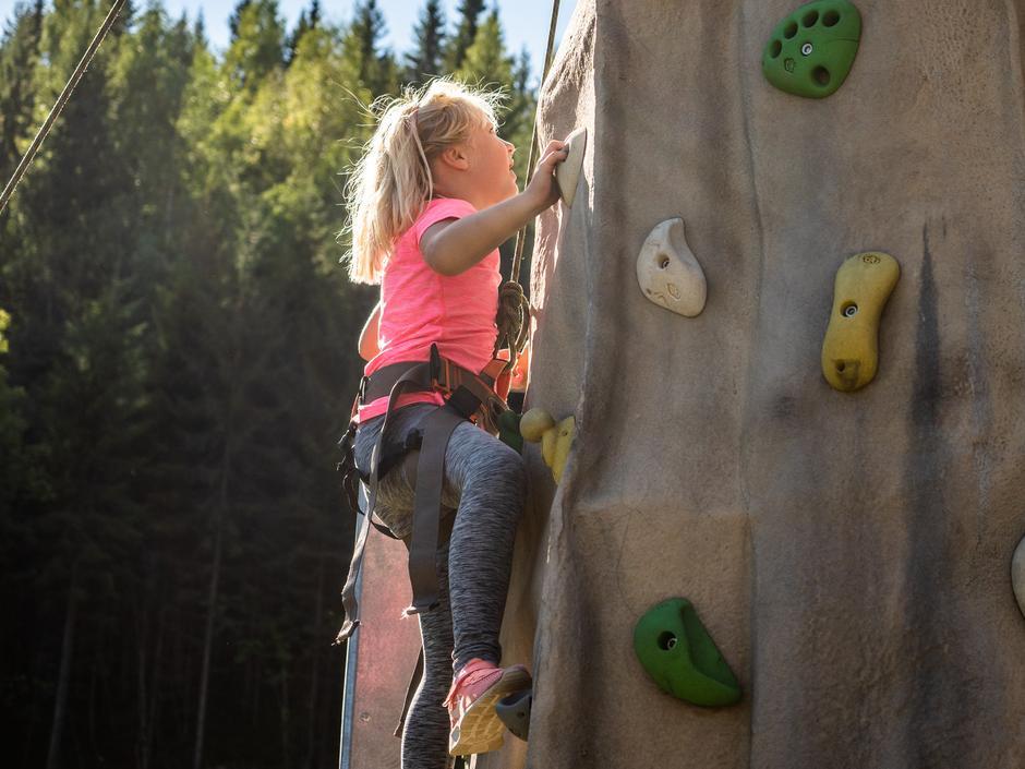 Søndag blir det klatretårn på Sørlitangen.