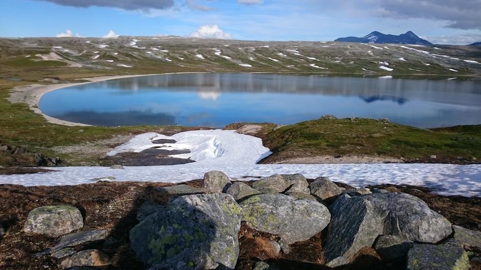 Ned mot Nordre Bjellåvatn og Bjellåvasstua