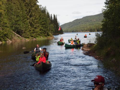Kanohenger med 8 kanoer