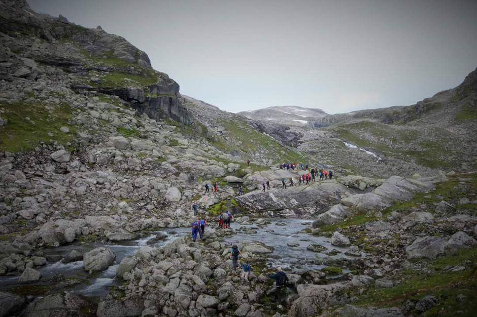 28.08.2016 - Oldendalen - Stardalen. Heile 87 stk var med ovar skaret (23 av dei var med Indre Sunnfjord Turlag)