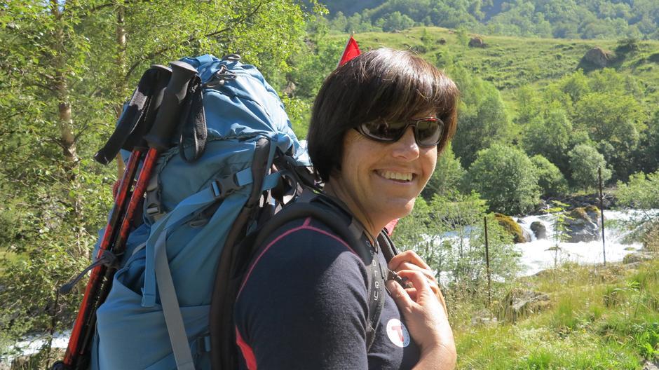 Styreleiar og turleiar Anne Kari Enes leia gruppa til fjells, fjellfest og bretur.