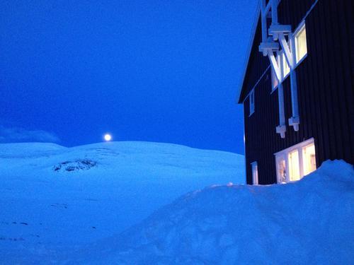 Magisk ved Glitterheim en fullmånenatt.