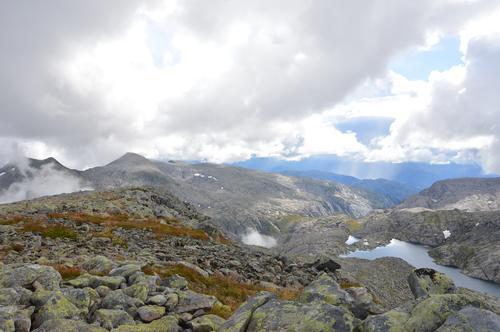 Utsikt frå Englafjell mot Utåker, Ulvanosa og Børsdalen.