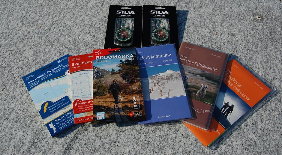 Vi har byens beste utvalg i turkart og selger også kompass og kartmappe.