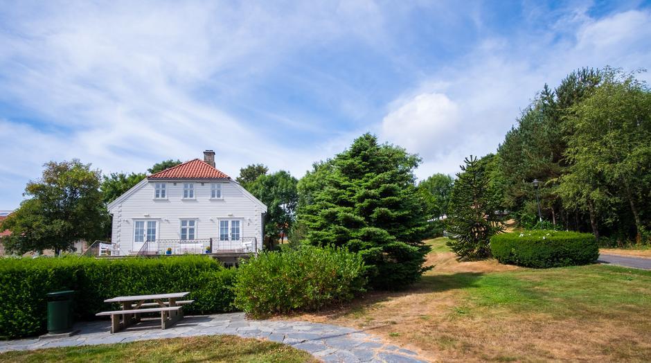 ÆRVERDIG: Frida Hansens hus på Køhlereiendommen i Hillevåg. Den gamle handelseiendommen har en rik historie.
