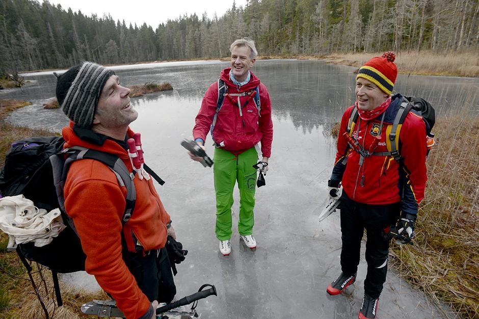 FRIMINUTT:  Dag Kristian Dysthe (fra v.), Mathys Tryen og Øystein Grande tok familiefri midt i romjula for å gå på skøyter.