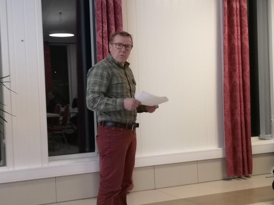 Kjell Arne Hjellbrekke tek eitt år til som leiar.
