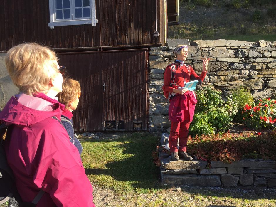 Turleder Toril forteller om Myttings univers og lokal identitet