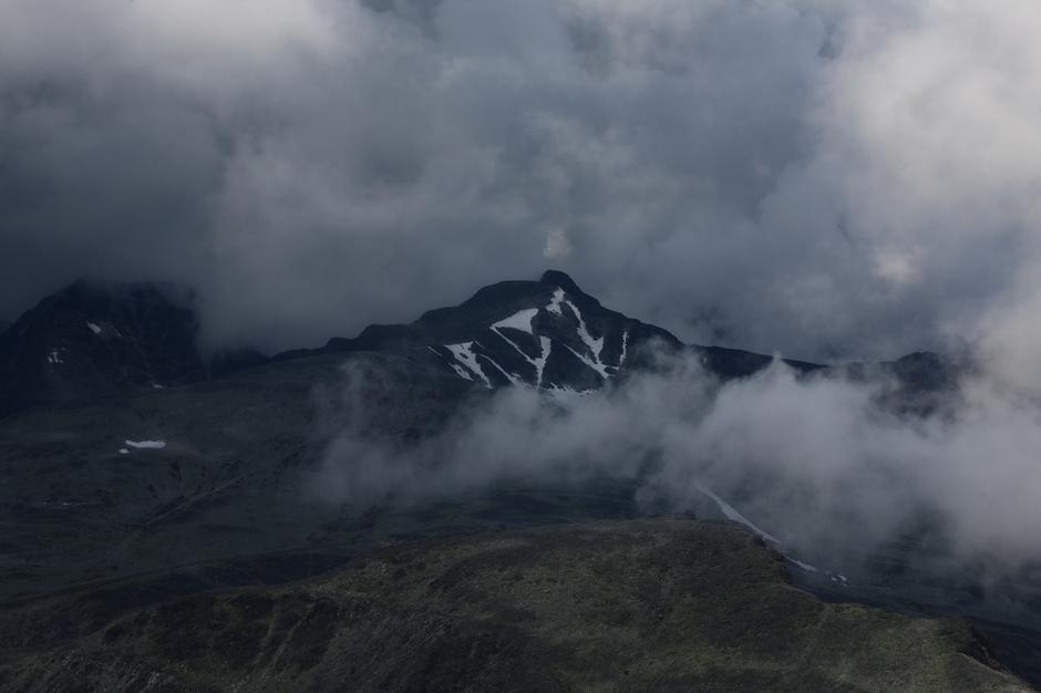 Dette er Veslesmeden sett fra ryggen opp til Storronden.Bildet ble tatt den 5.8.16