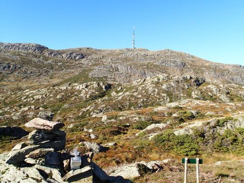 Utsikt mot Kattnakken frå Agdesteinfjellet