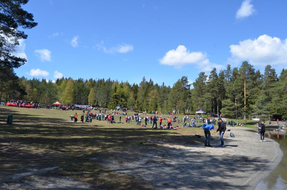Nydelig dag på Landfalltjern for 8.klassingene.