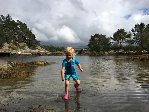 Gøy ved vannet - men litt kald