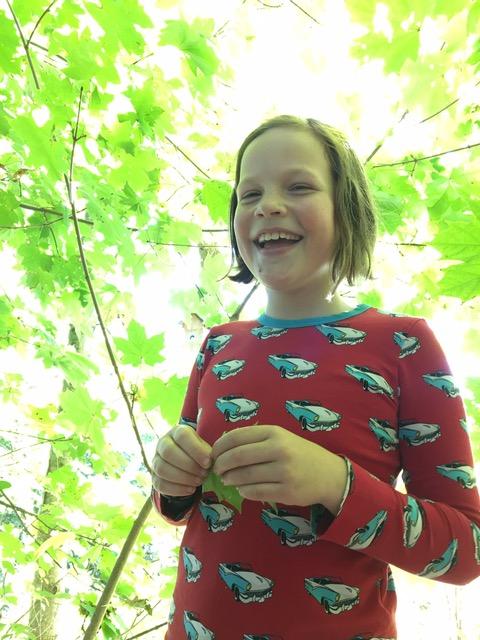 Ida var lykkelig over å finne resten av gjengen som lå godt gjemt inne i buskaset