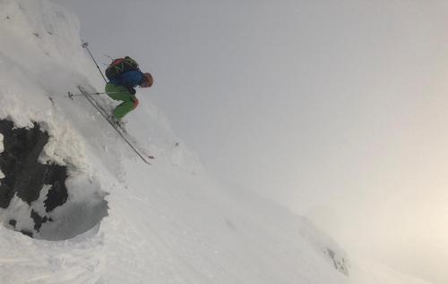 Vidar Eggimann i et desperat forsøk på å luft under skia.