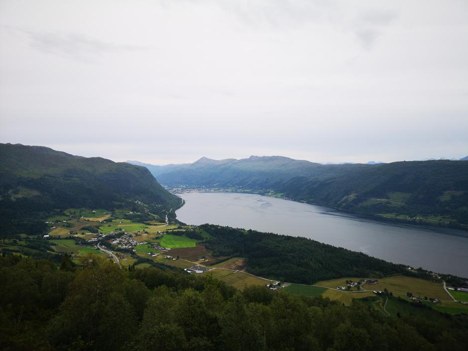 mot Nordfjordeid.