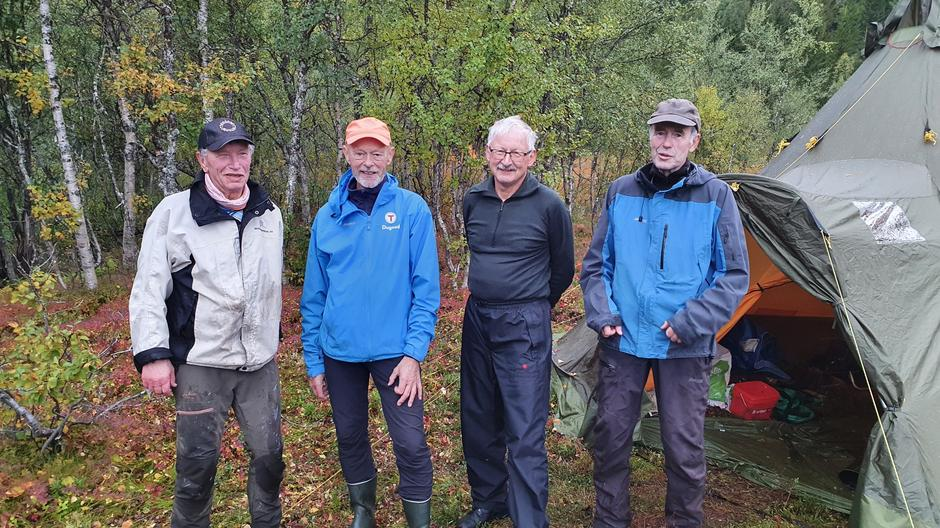 Superveteraner! Fra venstre: Karl Wiktor Hind, Are Frønum, Geir Jenssen og Harry Karlsen. Mange turgåere kan gå tørrskodde takket være deres, og andres, enorme innsats!