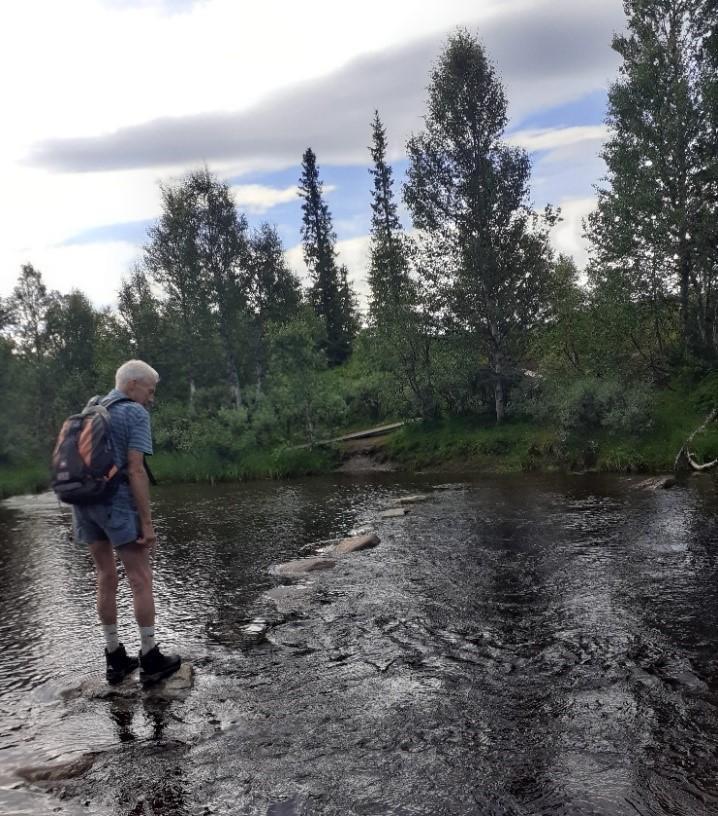 Per på vei over Heståa på sin siste fjelltur