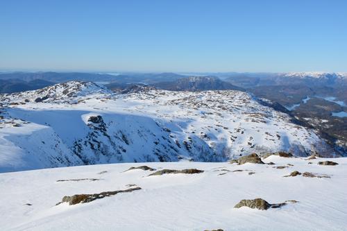 Utsikt nordover Flatafjellet. Stongfjellet til venstre.