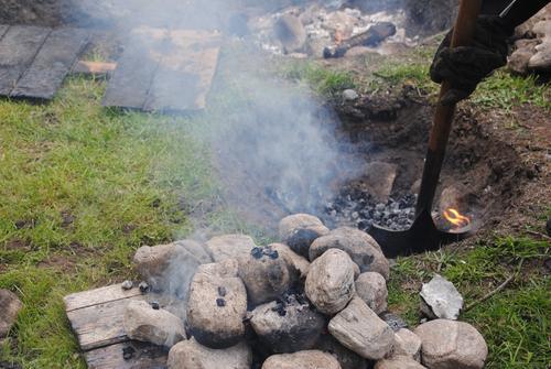 Tilberedelse av mat i kokegrop