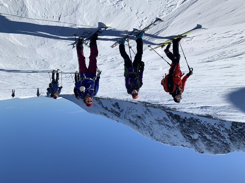 På vatn 1440 moh, med toppen opp til venstre