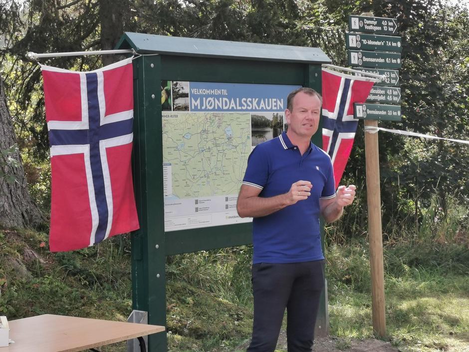 Per Øyvind Mørk, Sparebanken ØST, var imponert over det nye samarbeidet, og ikke minst den store innsatsen fra de frivillige i MIFsenior.