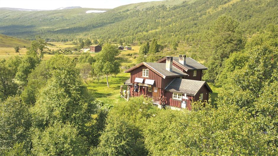 Dindalshytta ligger praktfullt til i Dindalen, en av Norges fineste seterdaler.