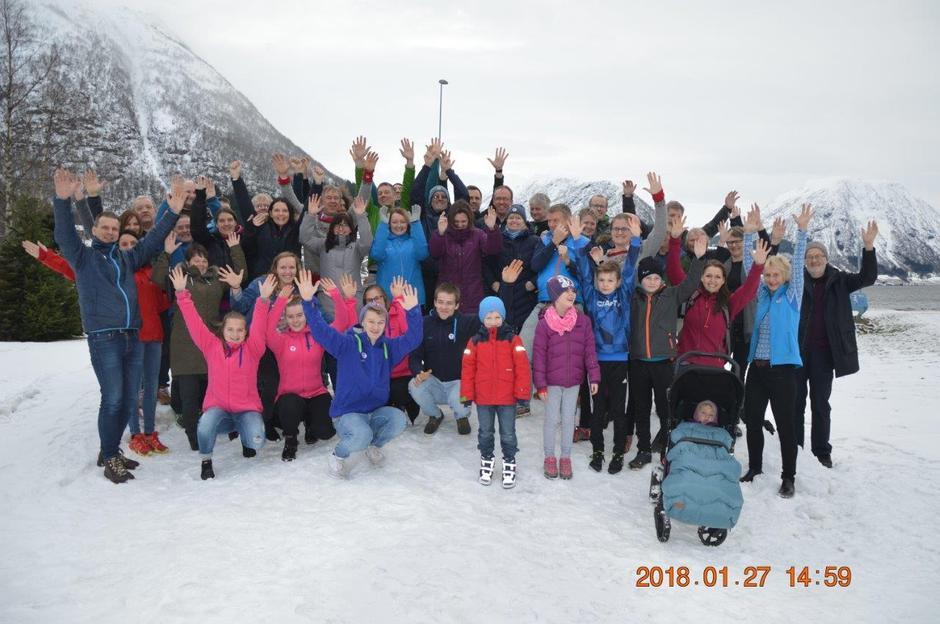 Rekorddeltaking med over 50 små og store på SFT si årsmøtesamling på Skei.